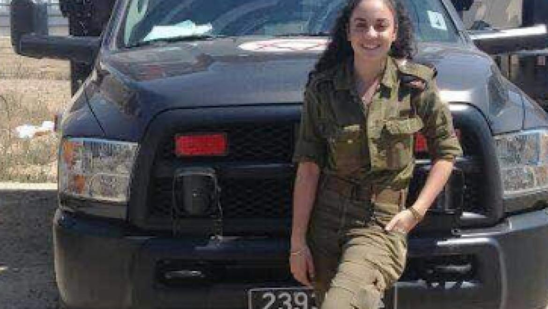 אביה דנינו חובשת ומטפלת בפצועים הסורים