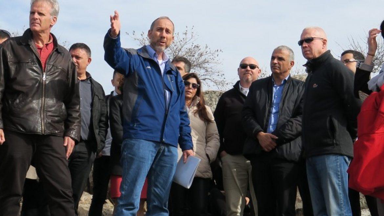 שרים וחברי כנסת ביום סיור על מגמות הפיתוח של הגולן