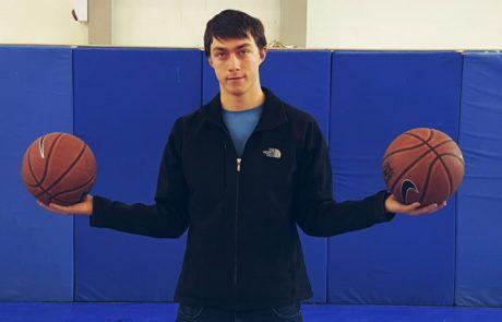 מתנאל זנדברג כוכב קבוצת הכדורסל של ישיבת חספין